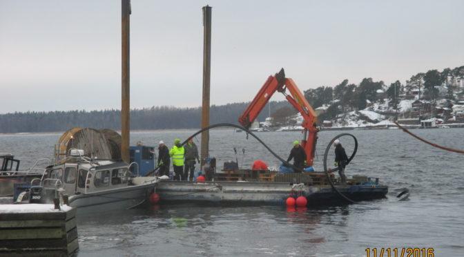Idag lades sjöledningen mellan Jutholmen och Dalarö